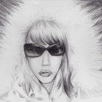 Bleistift-Zeichnung einer Frau im Mantel
